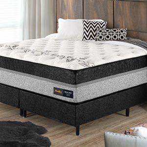 quarto com uma cama box casal